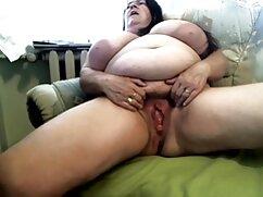 Pornó videók Tini Anya pózol a lencse előtt. A pornó különböző amatőr milfek kategóriái.